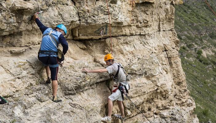 """Turism montan, escaladare şi bazele alpinismului """"Verticali"""""""