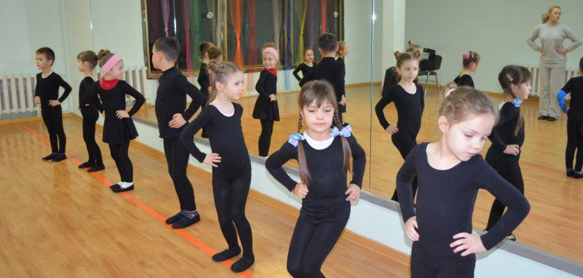 "Ansamblul de dans modern ""Copilărie Dance"""