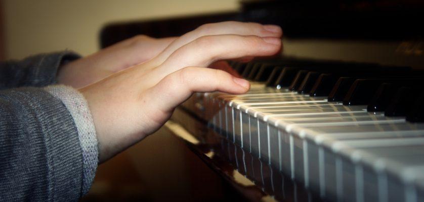 """Cercul de pian """"Clape jucăuşe"""""""