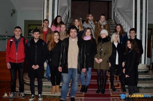 """Tinerii au aflat ce se ascunde după """"cortina"""" teatrului Mihai Eminescu împreună cu Cariera Mea"""