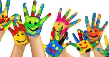 mains-enfants-peinture-couleurs-975