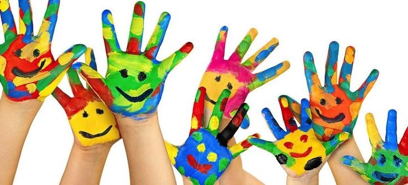 mains-enfants-peinture-couleurs-975-840x382