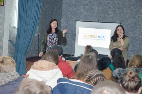 Tinerii din comuna Bubuieci informați despre voluntariat și proiectul Cariera Mea